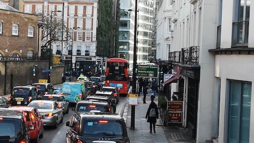 Trânsito Em Uma Rua Movimentada Em Londres