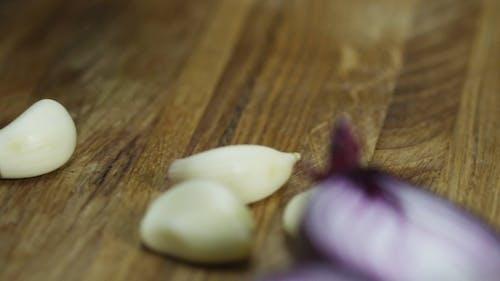 Chopping Garlic Cloves To Bits Size