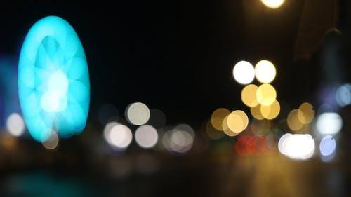 夜间城市照明的焦点外