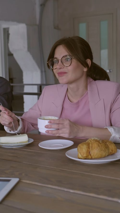 Kobieta O śniadanie
