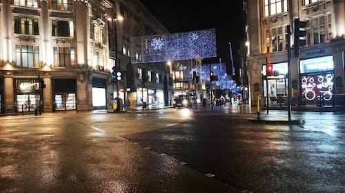 Uma Rua No Centro De Londres Com Luzes De Natal Para Atração E Decoração