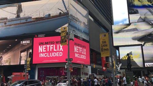 Eine Riesige Elektronische Werbetafel Mit Werbung Und Reklame