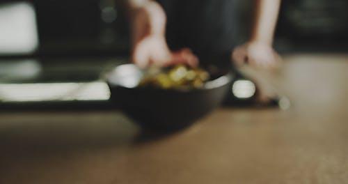 Eine Portion Gekochte Sojabohnenschote In Einer Schüssel
