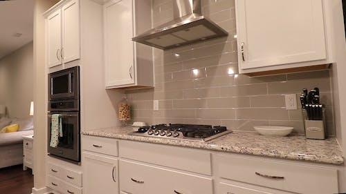 Een Moderne En Opgeruimde Keuken