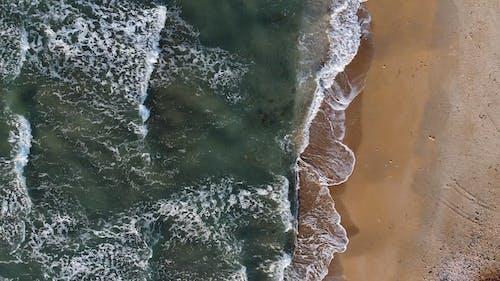 đoạn Phim Trên Không Về Sóng Biển Hôn Bờ