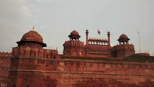 A Crowd Of Tourist Visiting The Historic Red Fort In New Delhi India