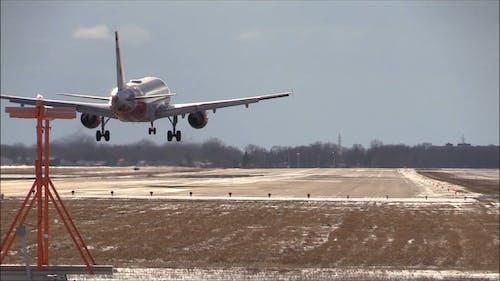 Remoción De Nieve En La Pista De Un Aeropuerto