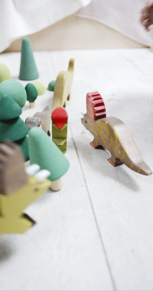 Kinderen Die Houten Speelgoed Op De Vloer Spelen