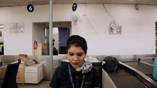 Una Mujer Que Trabaja Para Una Compañía Aérea En La India