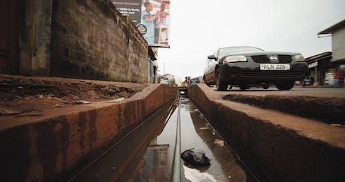 Открытый уличный канал для паводковой воды