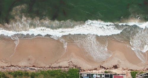 Starke Wellen, Die Die Küste Zerschlagen