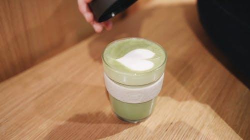 Poner La Tapa En Una Taza De Té Verde