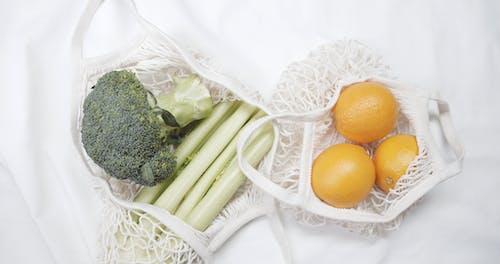 Kosz Z Tkaniny Wielokrotnego Użytku Używany Do Zakupu Owoców I Warzyw