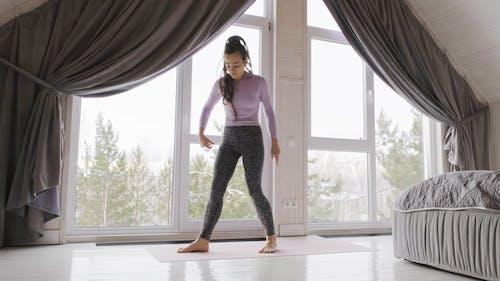 Imágenes De La Mujer Haciendo Yoga