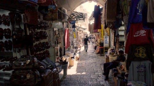 Kudüs'ün Ara Sokağında Satılık Eşya Ve Eşya Dolu Alışveriş Caddesi