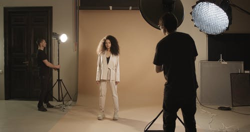 A Photographer Wnating The Perfect Lighting For A Model Photo Shoot