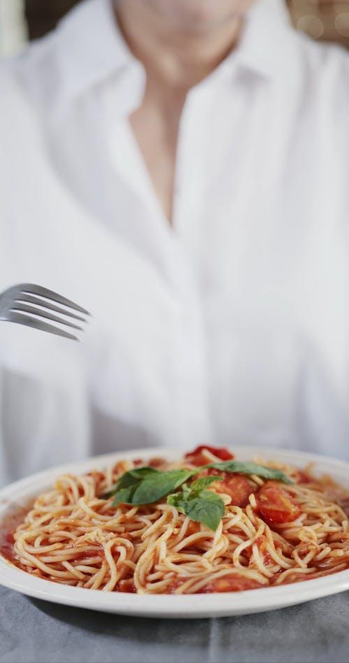 Using Fork To Eat Spaghetti