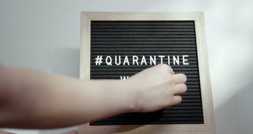 Indicating The Quarantine Weeks Length On A Board