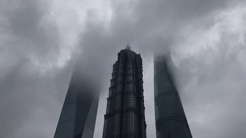 Time-lapse of Clouds Passing Through Skyscrapers