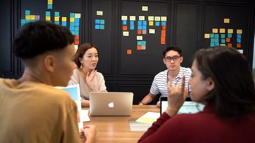 Video Of People Having An Office Meeting