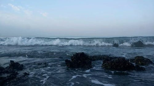 Video Of Waves Crashing On Rocks