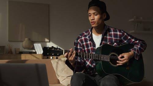 Video Of Man Singing While Playing Guitar