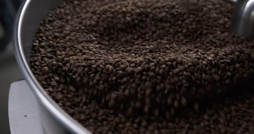 Using Machinery In Cooling Roasted Coffee Beans