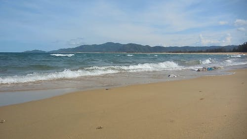 Crashing Waves on the Beach