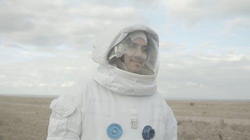 Astronaut Mitten Im Nirgendwo