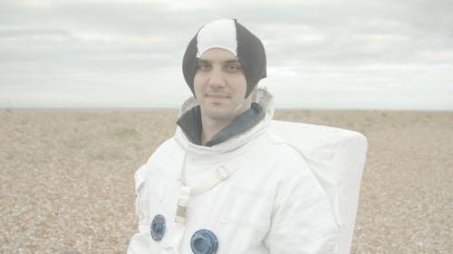 Astronaut, Der Die Kamera Betrachtet
