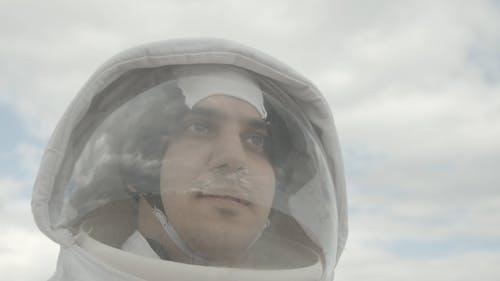 Mann, Der Einen Raumanzug Trägt