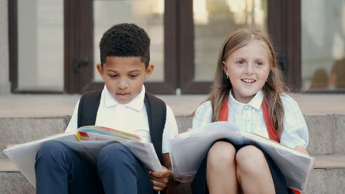 Video Of Children Reading Books Together
