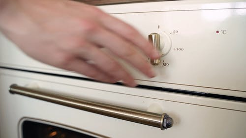 Setting The Oven For Baking