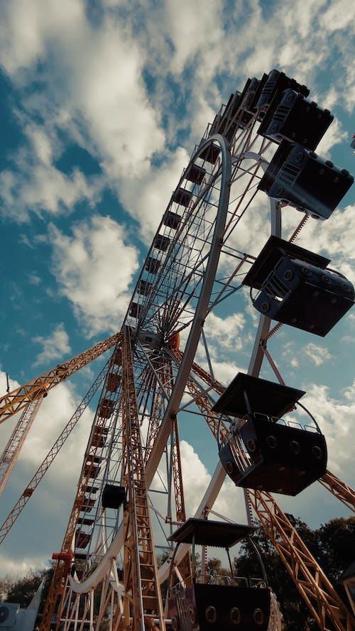 A Ferris Wheel in Motion