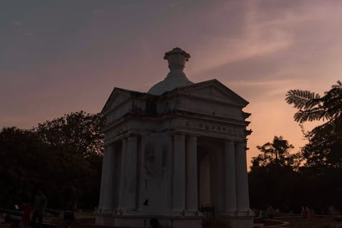 Time-lapse Video of White Monument