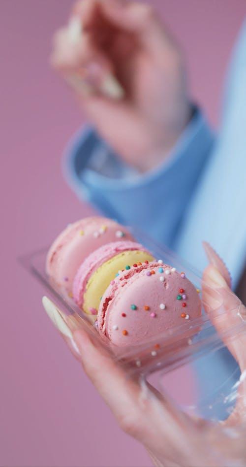 Choosing Between Three Macarons