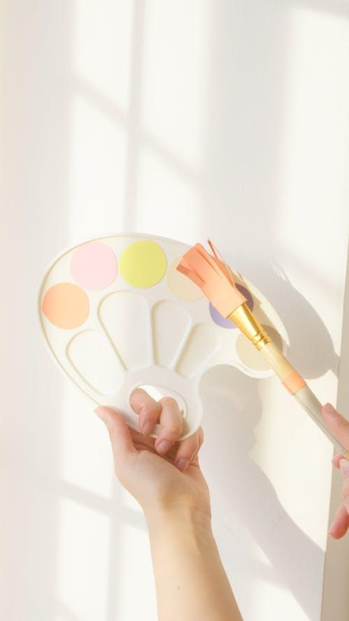 Holding A Painter Paint Palette Toy