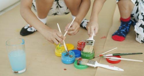 Kids Wetting Brushes In Pain