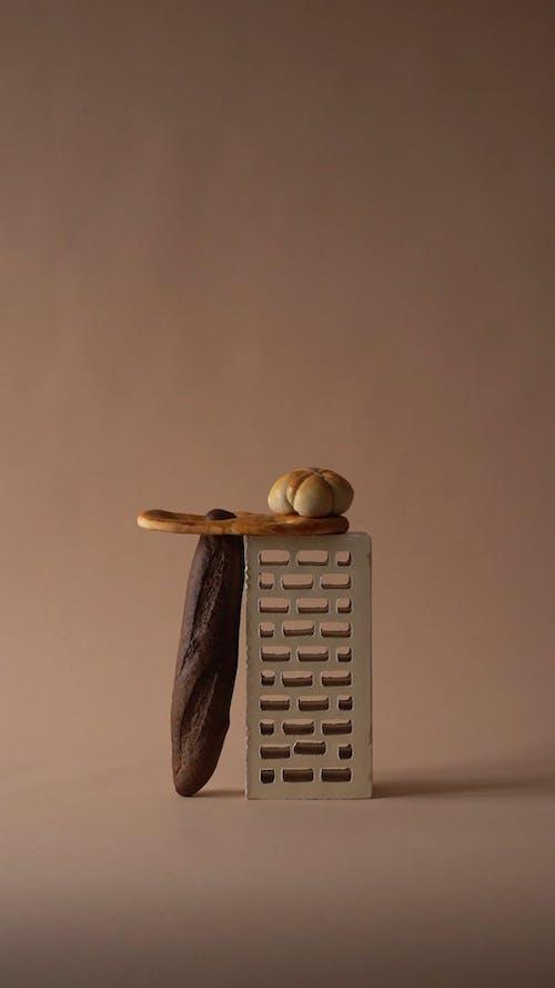 Baqutte, Bread and a Brick