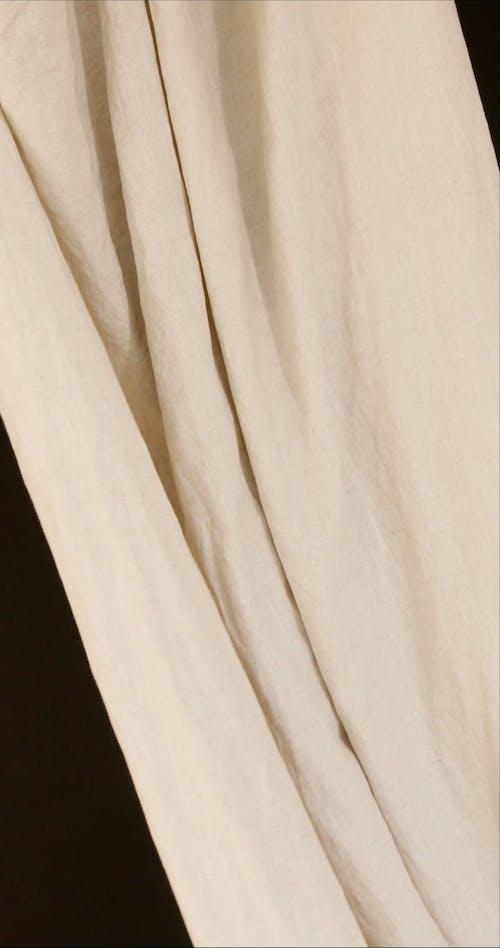 A Flowing Cloth