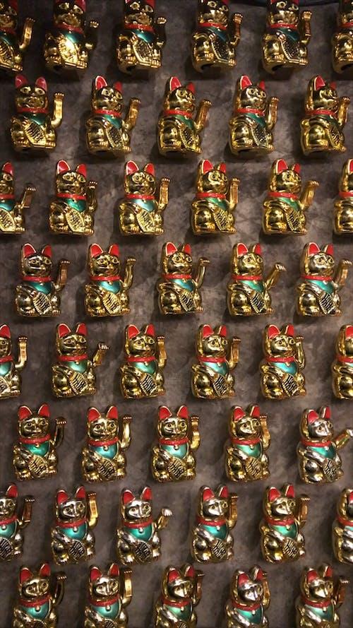 Golden Maneki-neko Figurines