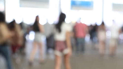 Folla Vaga Di Persone Che Camminano