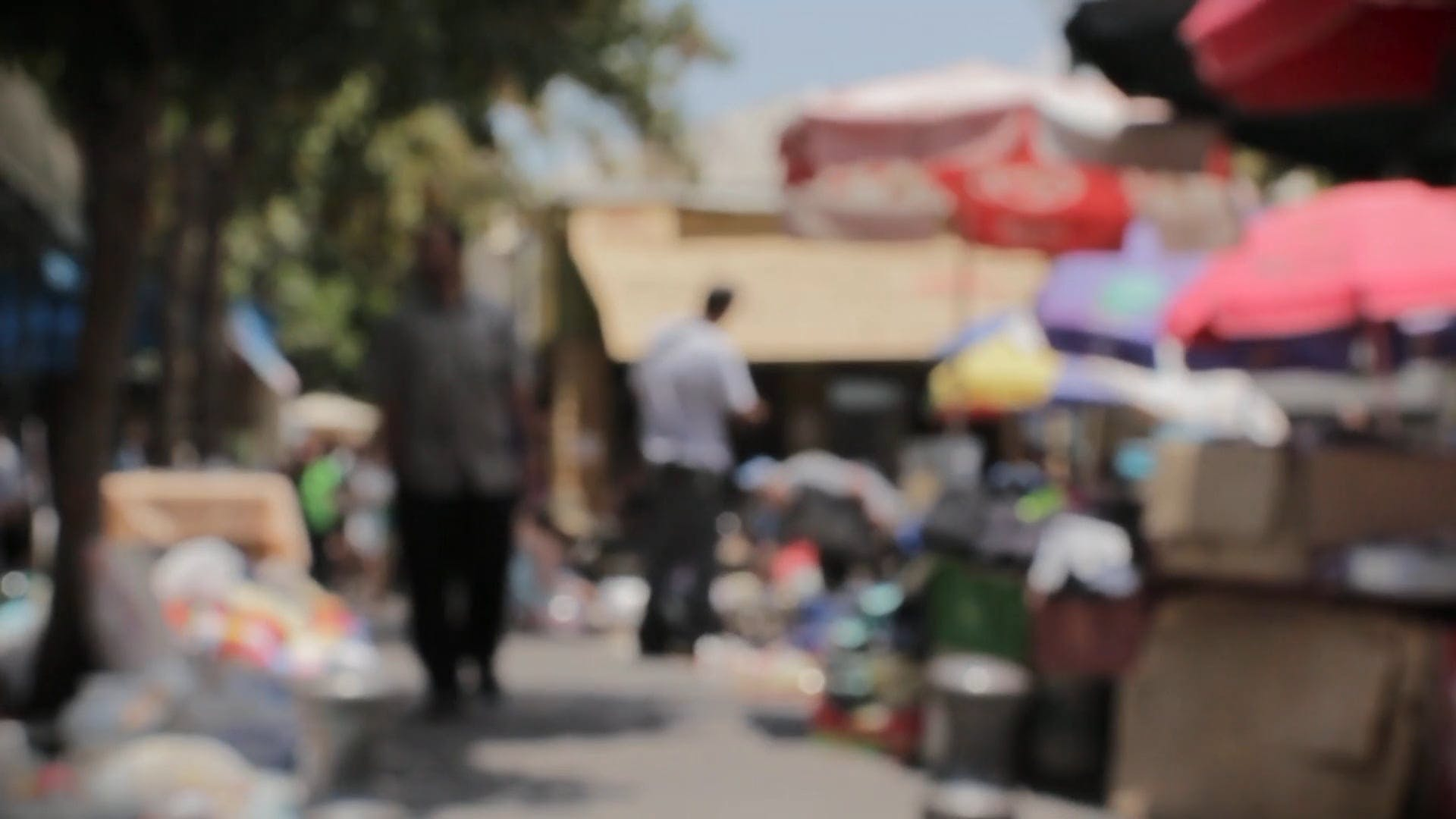 People at market - Blurred video