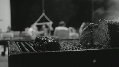 Siyah Beyaz Yemek Izgara Videosu