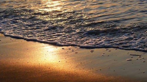 Wellen Während Des Sonnenuntergangs