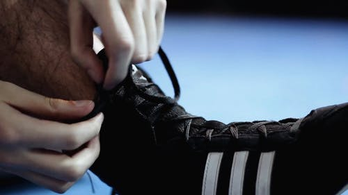 Tying Shoelaces