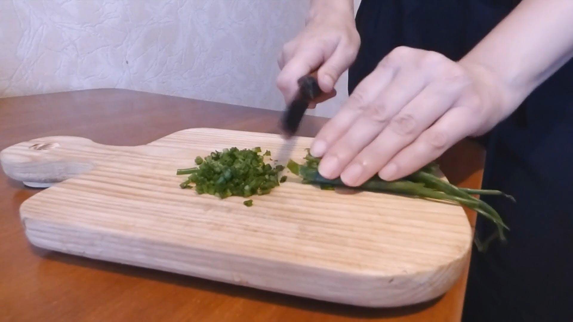 Chopping Onion Leaks