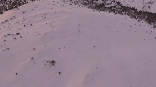 Vue Aérienne De La Montagne Enneigée