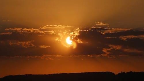 Günbatımı Sırasında Bulutlu Gökyüzü