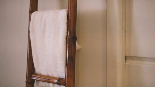 Bath Towel Hanging